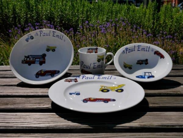 Kindergeschirr Porzellan Set Becher, Teller, Schale und Müslischüssel, viele Autos