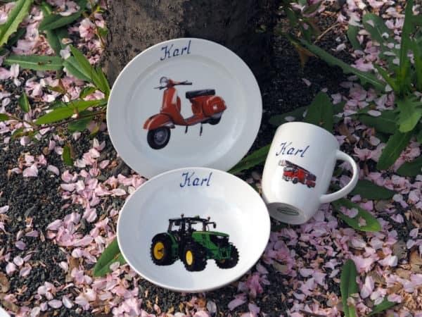 Kindergeschirr Porzellan Set Becher, Teller, Schale mit realistischen Autos